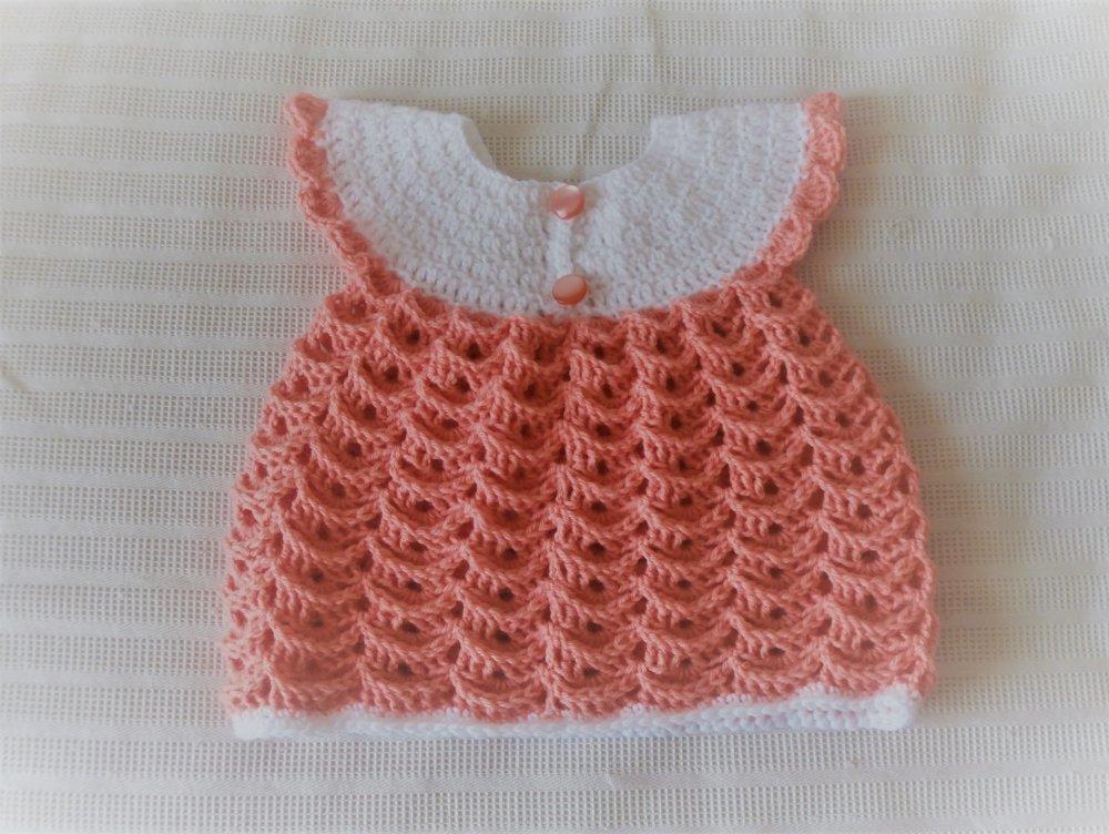 Robe bébé empiècement blanc, corps saumon, fait main au crochet