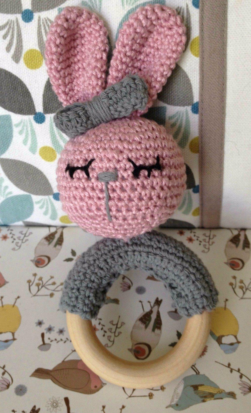 Hochet lapin en crochet