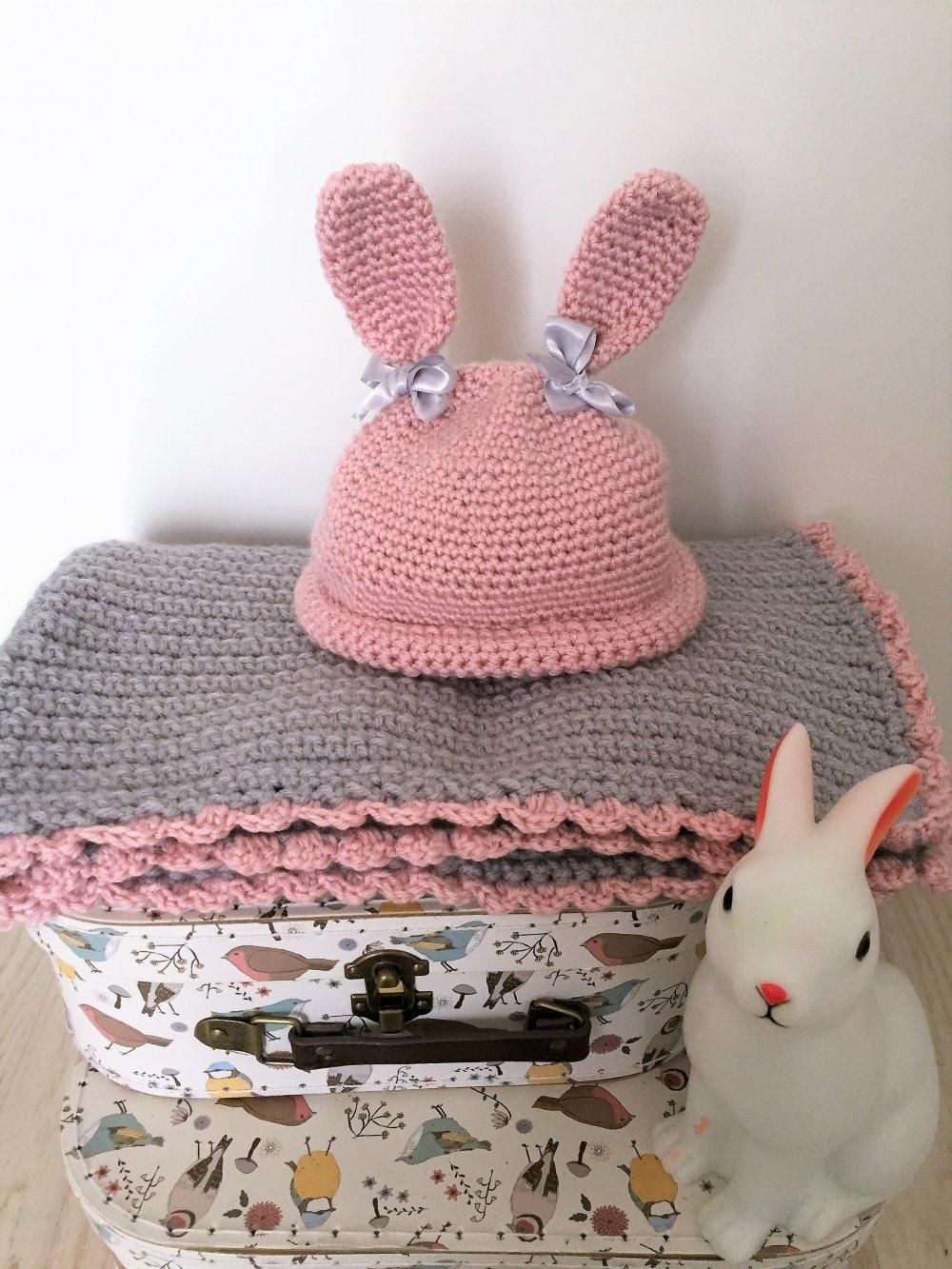 Couverture bébé en crochet et bonnet lapin