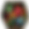 Broche plaque noire aux motifs floraux - prix fin de série