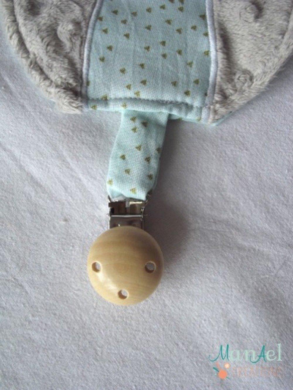 Couleur Avec Bleu Ciel attache tétine / doudou en forme de hibou de couleur grise et bleu ciel  avec triangle or