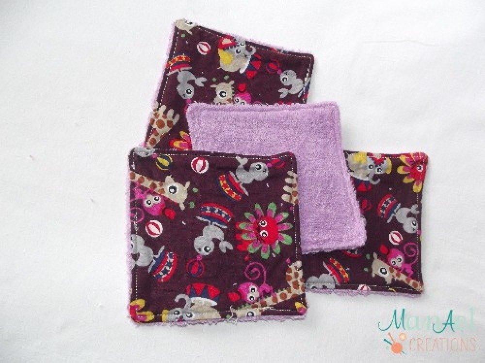 Lot de 5 lingettes démaquillantes, de couleur violette avec des petit animaux du cirque, avec son petit panier de rangement