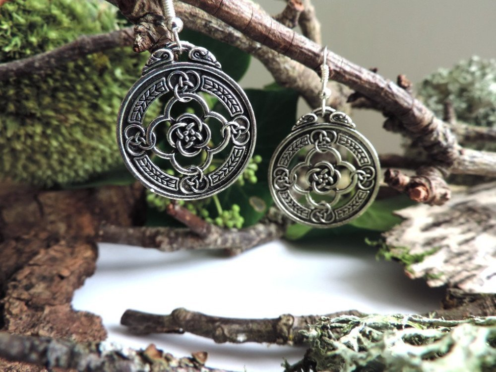 boucles d'oreilles argentées , noeuds celtiques ou nordiques