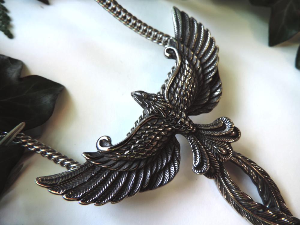 Magnifique collier phénix argenté plumes mobiles.