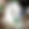 Bijou de sac  argenté : scarabée, perle en verre vert
