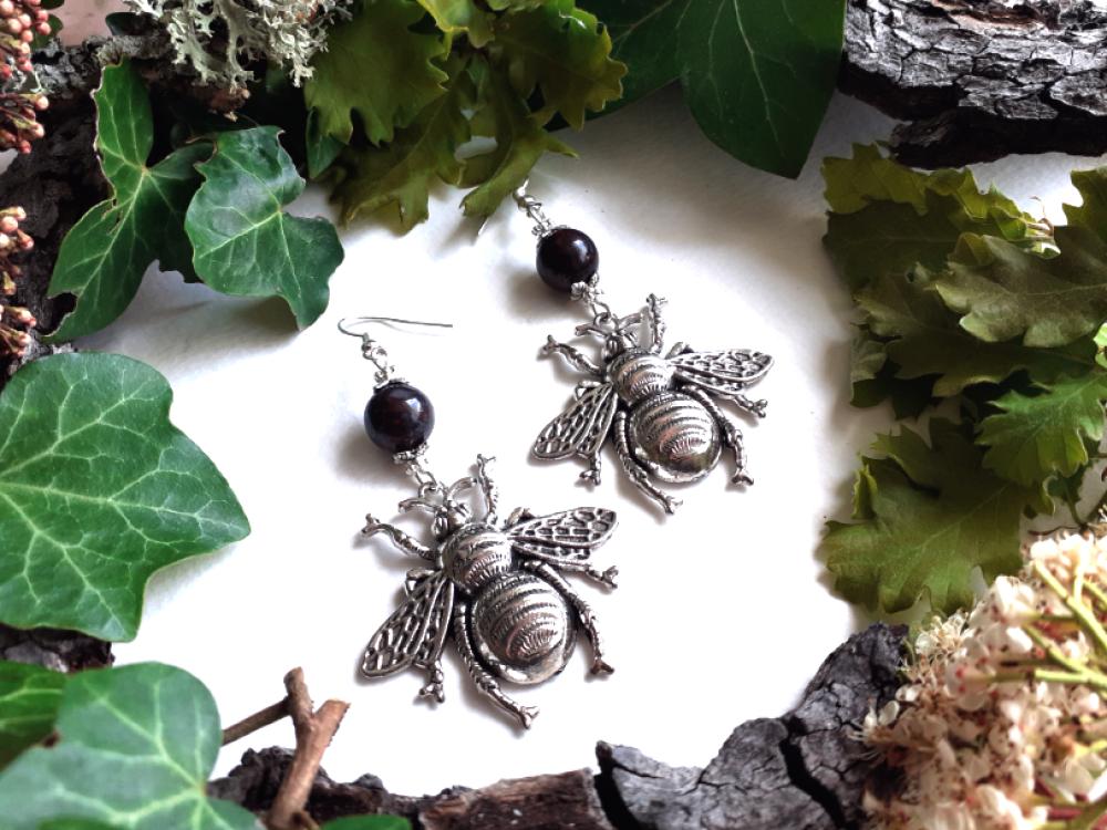 """Boucles d'oreilles argentées"""" abeilles """" perle semi-précieuse en jaspe rouge."""