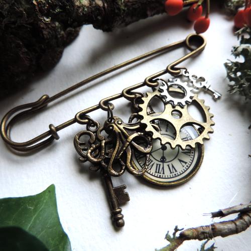 Broche bronze steampunk : pendule, clés, engrenages, pieuvre