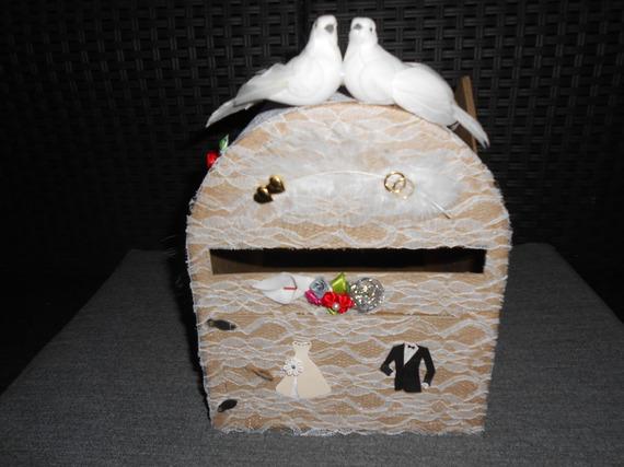 Urne forme boîte aux lettres pour mariage