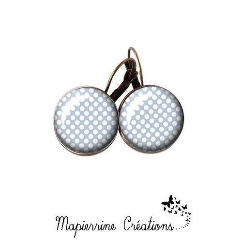 Boucles d'oreilles dormeuse métal bronze cabochon verre petits pois fond bleu