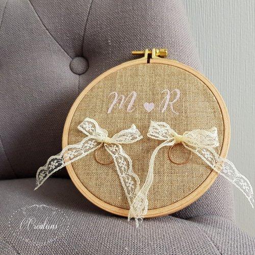 Porte alliances rond, toile de lin, initiales et petit cœur, dentelle coloris ivoire