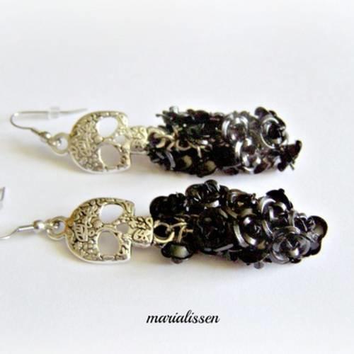 Boucles gothiques skulls métal argenté et grappes roses  aluminium noires acier inoxydable