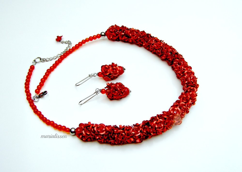 Collier Des Roses Rouges à Profusion + Boucles Offertes