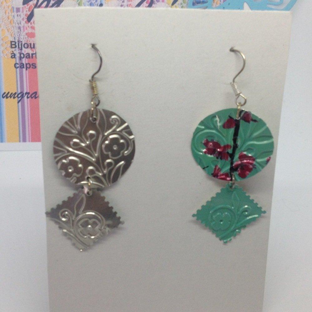 Boucles d'oreilles canette de soda vert lagon imprimé fleurs rose