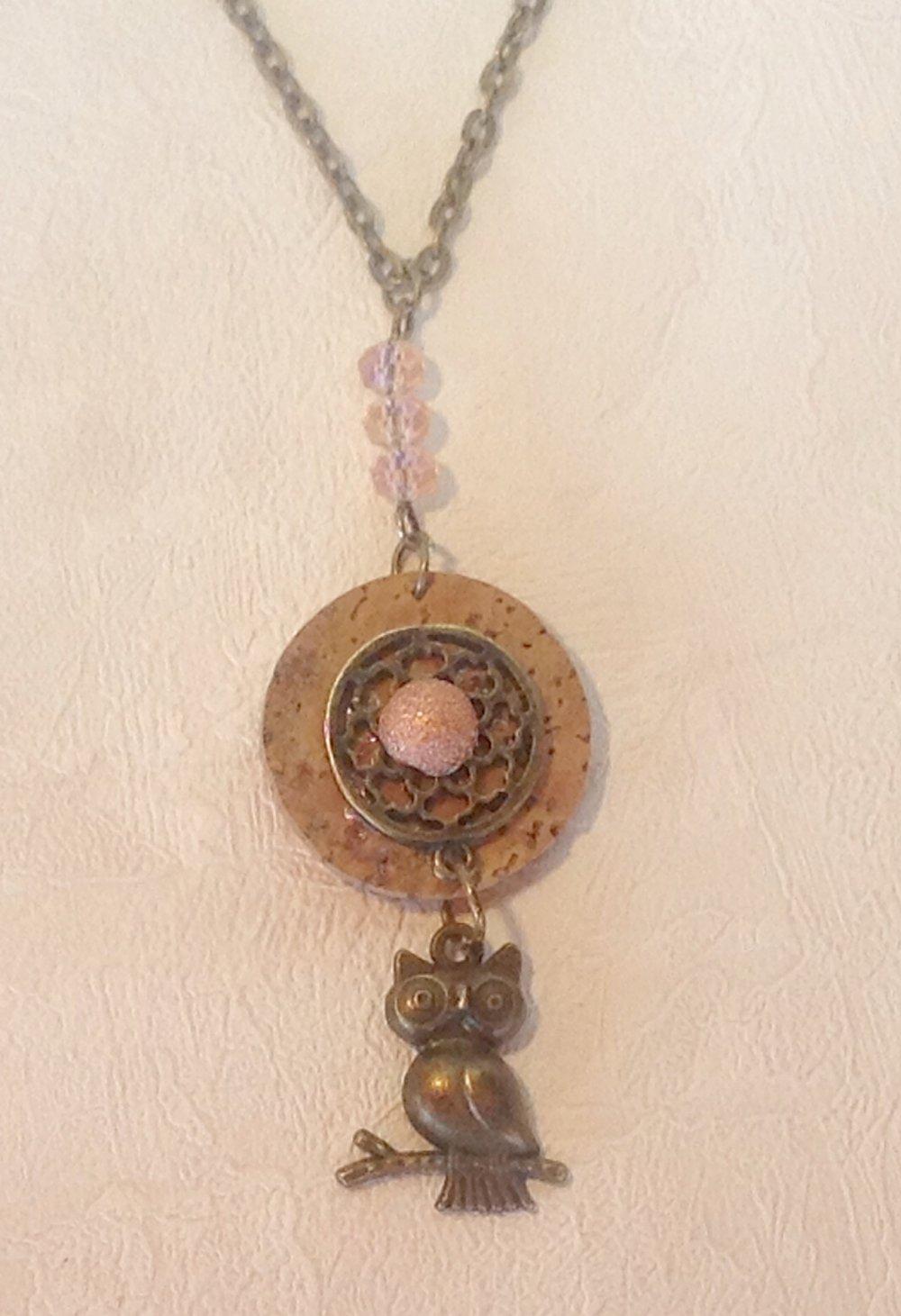 Collier pendentif chouette sur disque de liege