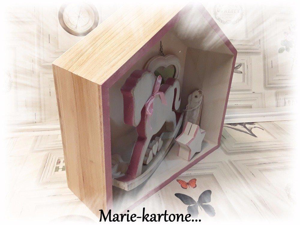 """Cabinet de curiosité """" Le Cheval Rose"""""""