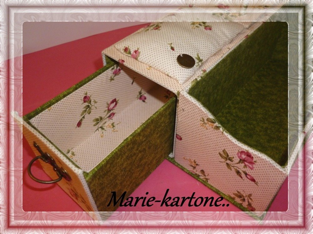 """Boite de couture"""" Boutons de Roses"""" n 2"""