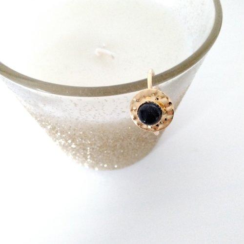 Bague en métal doré à l'or fin avec cabochon blue stone