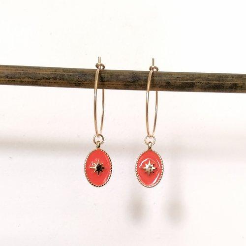 Créoles en métal doré avec médaille rose des vents émaillée orange