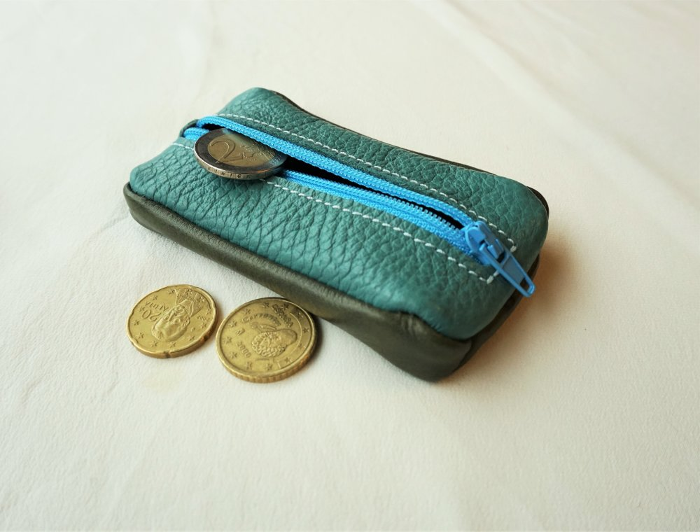 Porte monnaie zippé en cuir turquoise et vert ; porte monnaie made in france ; grain de café cuir  ; 19/75