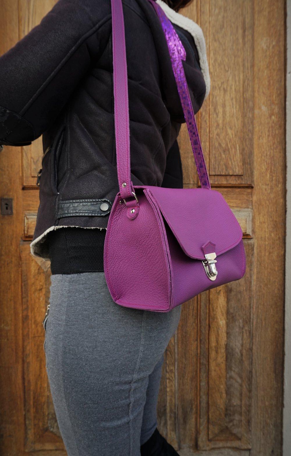 Cadeau pour femme ; sac bandoulière en cuir fuchsia ; besace femme en cuir ; idée cadeau made in France