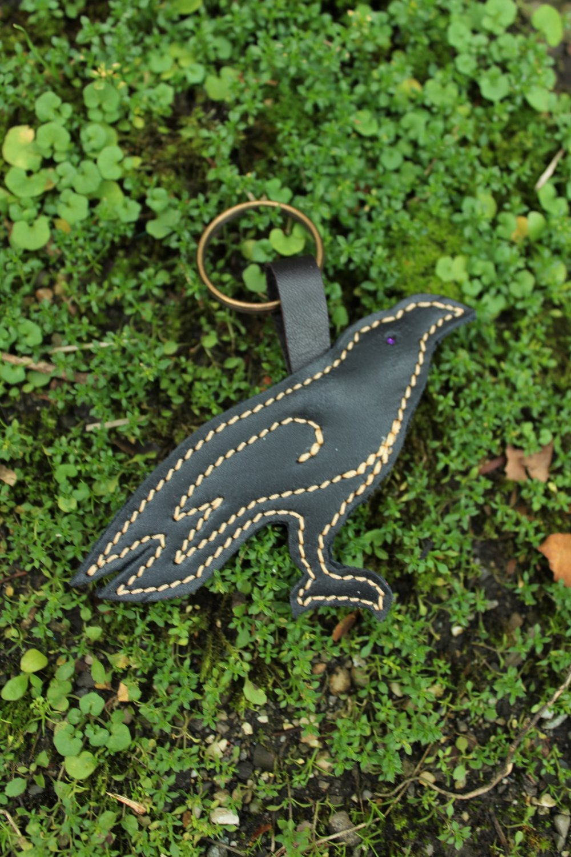 Bijou de sac corbeau noir ; Porte clé corbeau en cuir ; accessoire de sac  ; idée cadeau Huginn ; 19/19