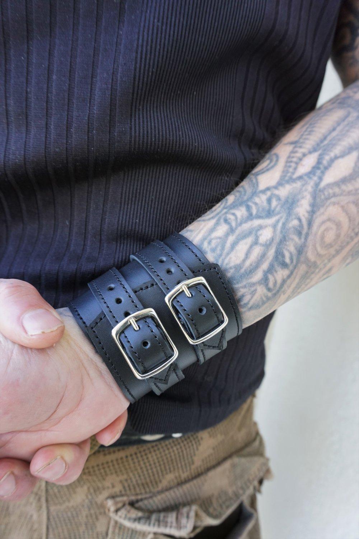 Bracelet large en cuir noir ; bracelet de force fait en France , idée cadeau homme prêt à expédier ; 20.16