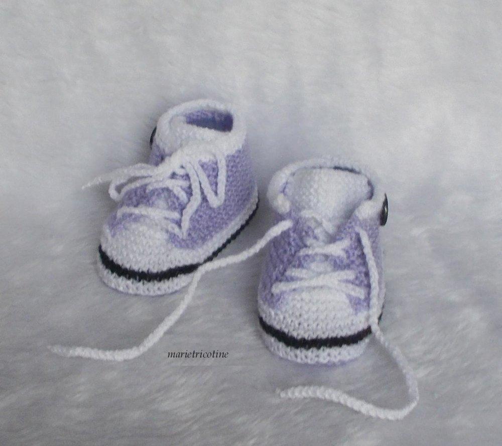 chaussons bébé basket laine 3/6 mois tricotés main mandarine noir blanc