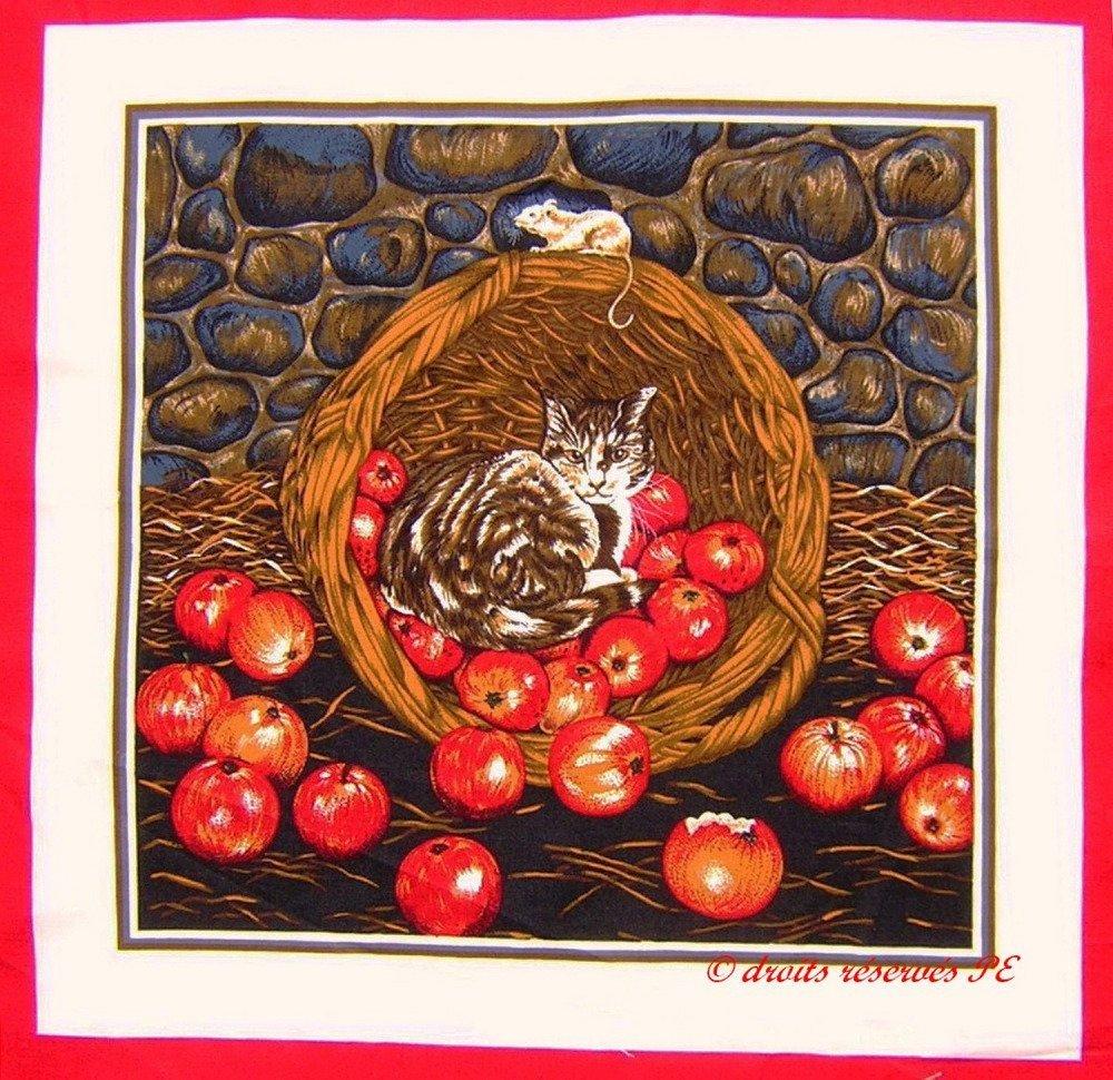 Coupon Tissu Patchwork Panneau CHAT tigré dans un panier de pommes , pour coussin, sac, ameublement, décoration