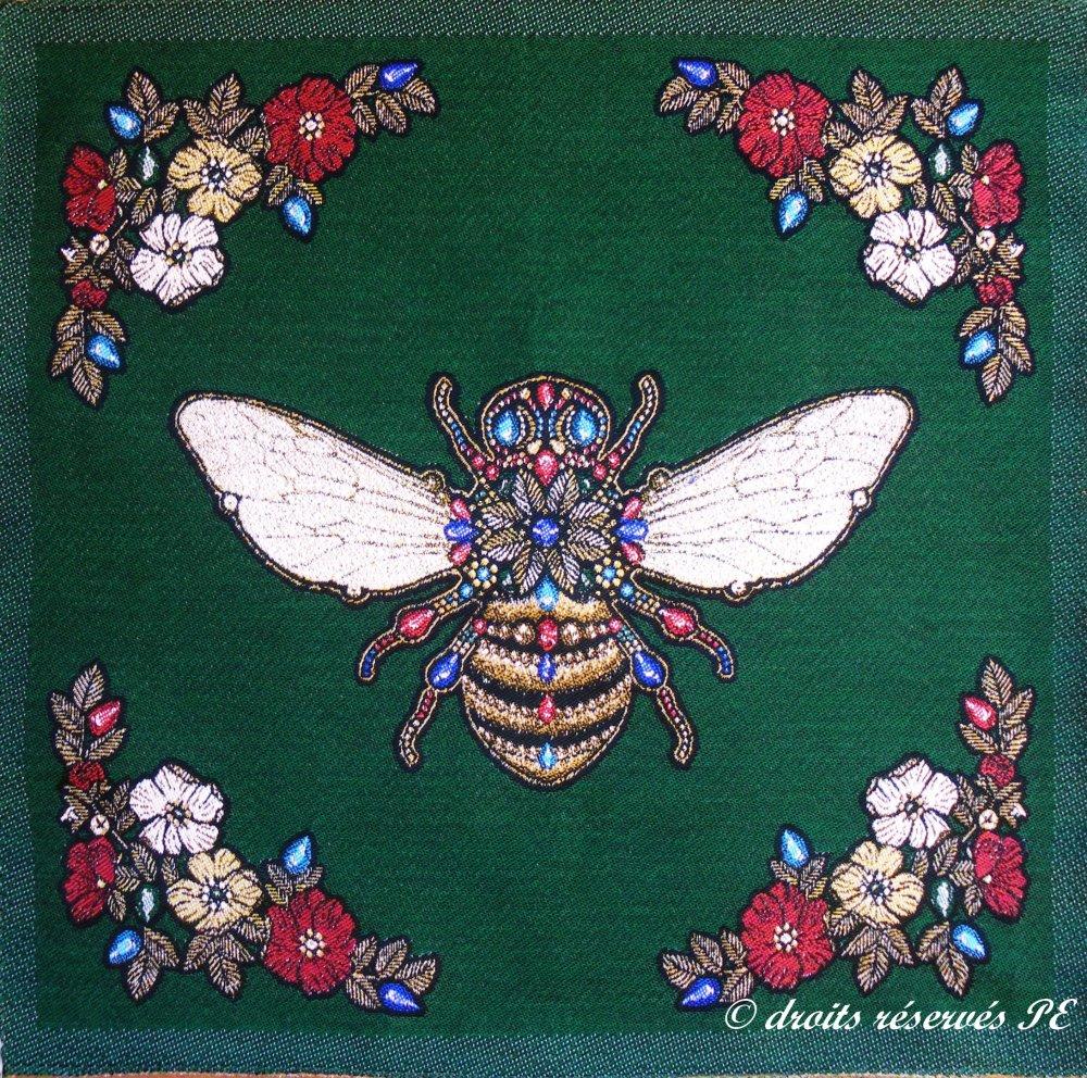 Coupon Tissu Panneau ABEILLE fond vert , tissu jacquard pour coussin, sac, ameublement, décoration intérieure