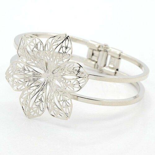 1 support bracelet  en laiton filigrane avec fleur