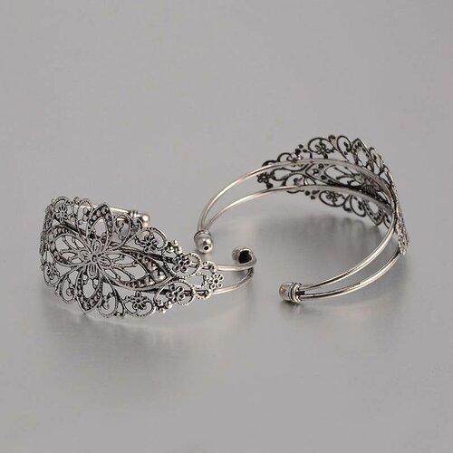 1 support bracelet  en laiton filigrane avec fleur argent vieilli