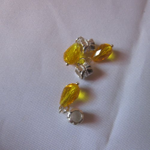 1 charm en métal argenté avec perle goutte à facette