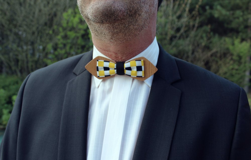 Noeud papillon bois et tissu formes géométriques jaune et noir
