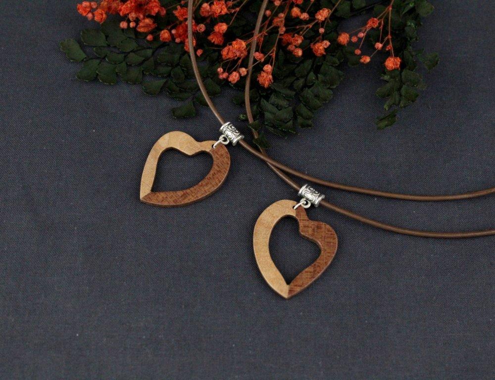 Collier coeur bicolore en bois - Pendentif coeur ajouré