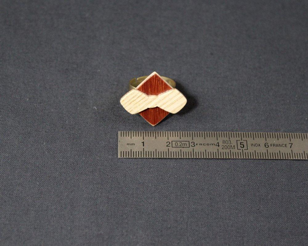 Bague carrée noeud papillon en bois