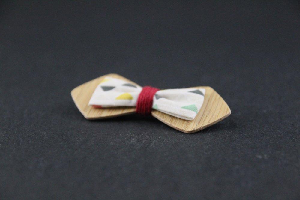 Broche Noeud papillon bois tissu motifs triangle multicolores