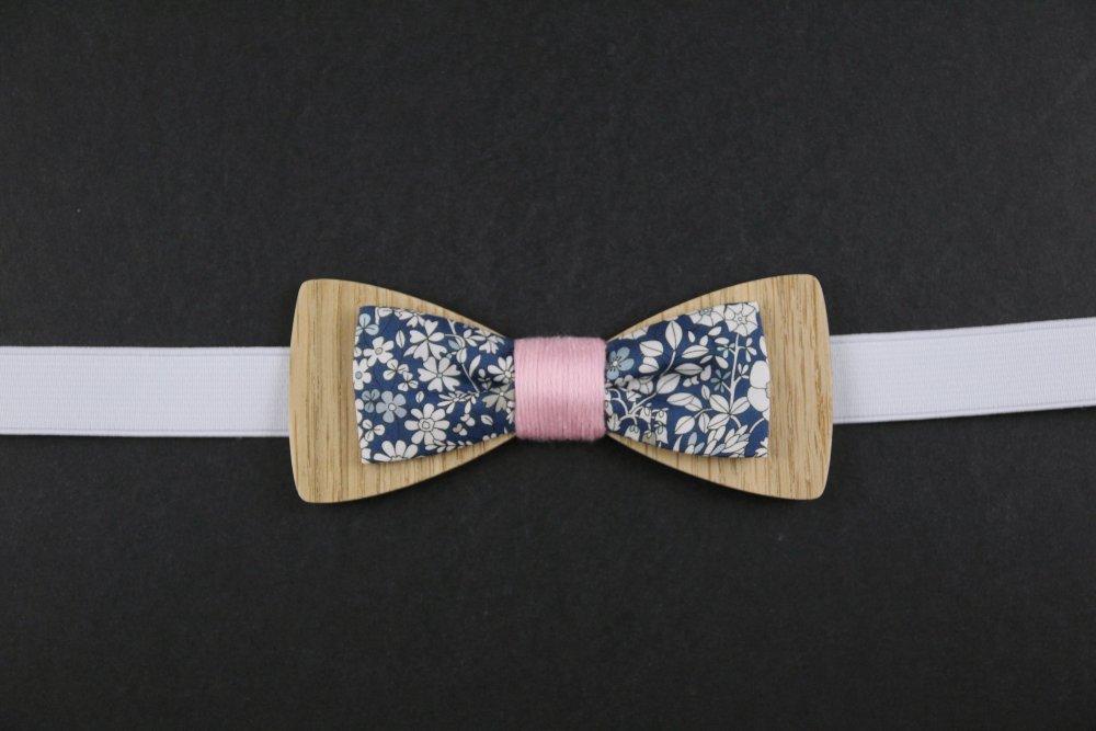 Réservé : Noeud papillon en bois et tissu liberty anglais Junes's Meadow bleu navy et fil rose