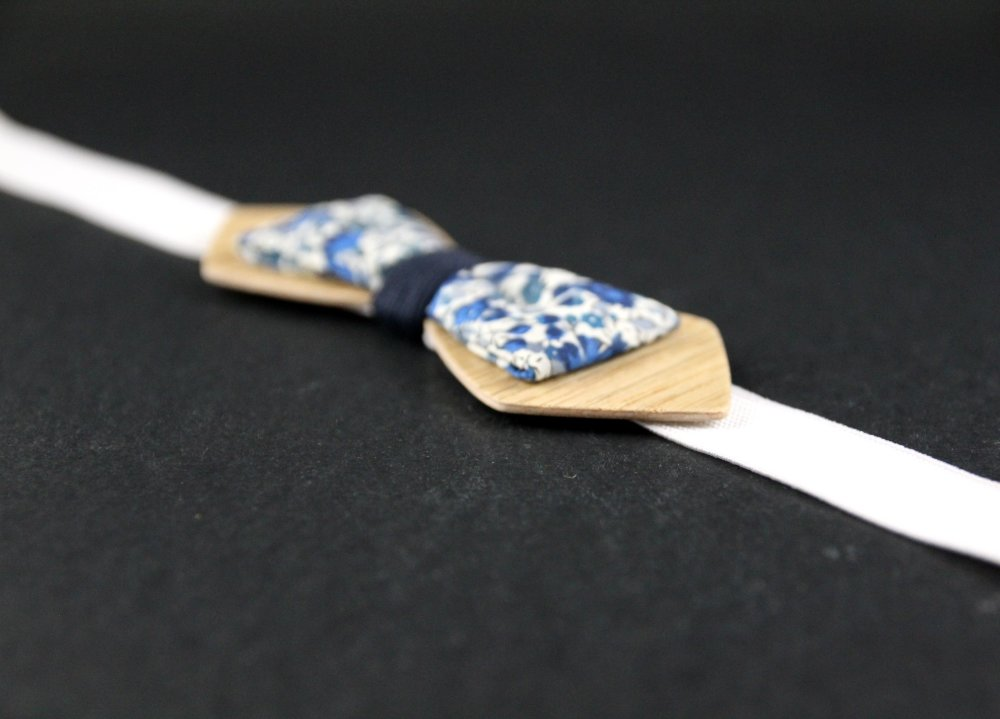Noeud papillon slim bois chêne et tissu liberty Emma et Georgina bleu