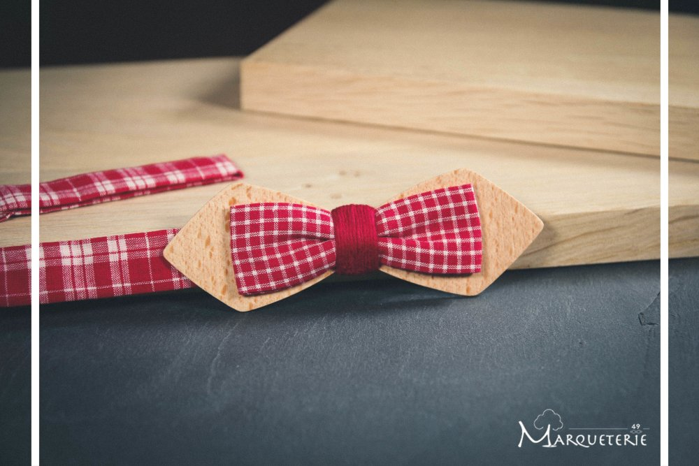 Noeud papillon slim bois clair et tissu vichy carreaux rouge blanc