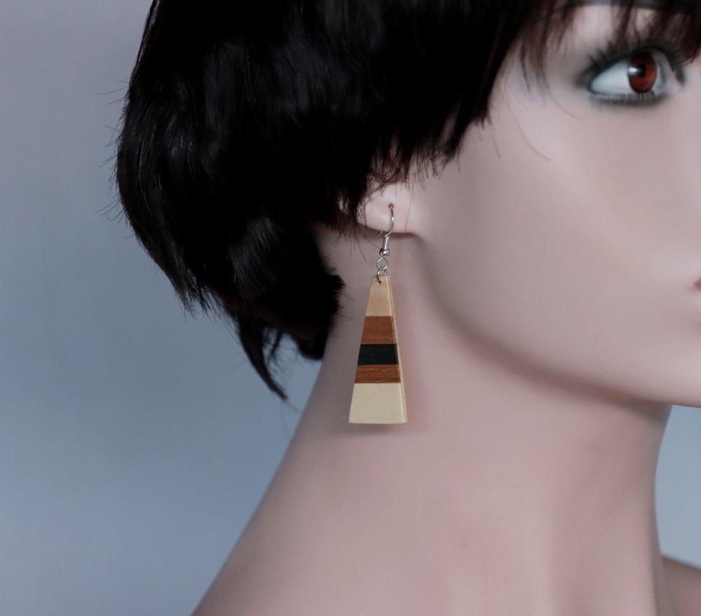 Boucles d'oreilles triangle stylisé et rayé en marqueterie bois