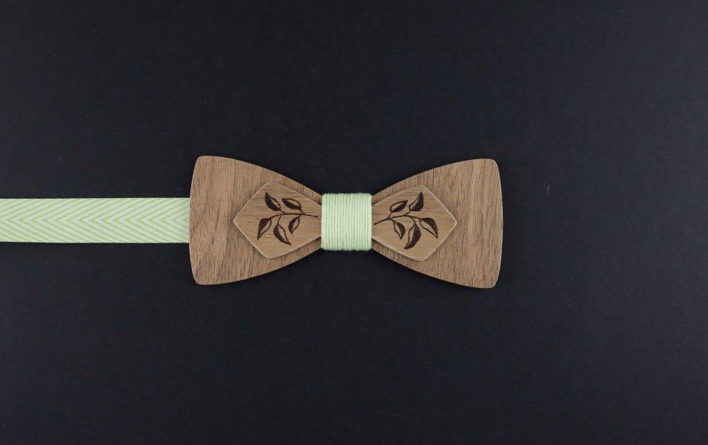 Noeud papillon en bois noyer effet champêtre pyrogravure feuilles et fil vert anis