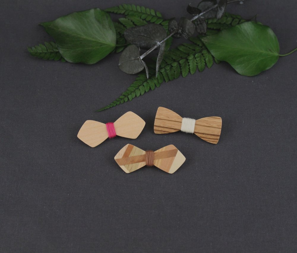 Lot de 3 broches - pin's noeud papillon en bois
