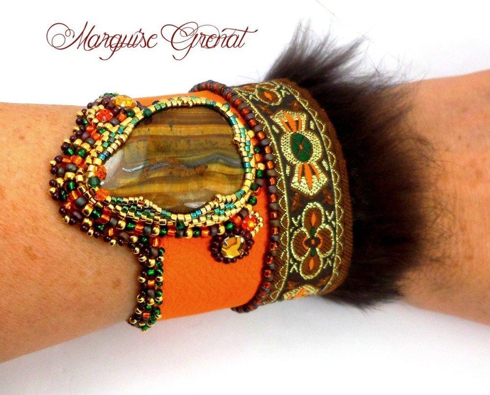 Bracelet manchette ethnique brodé orange marron vert or, haute couture, cuir oeil de tigre