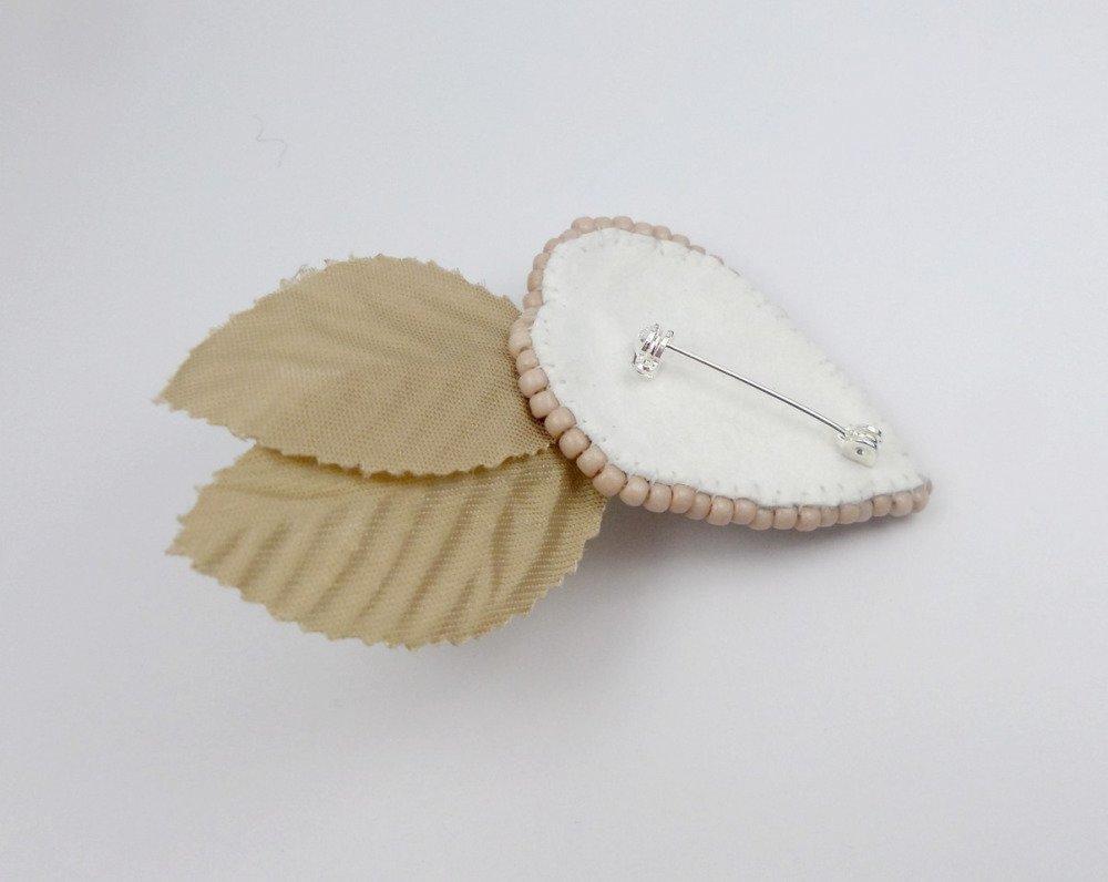 Broche brodée créateur feuilles et bourgeon, beige argent