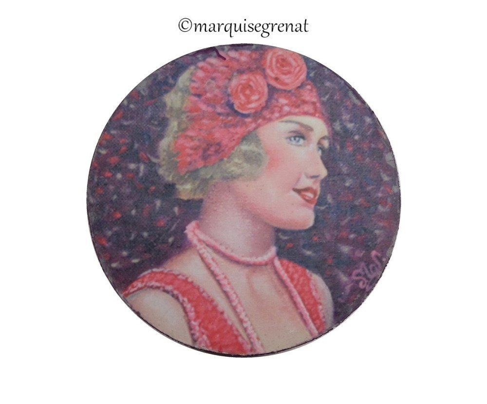 Grand magnet d'art rond portrait jeune femme rétro violet rose