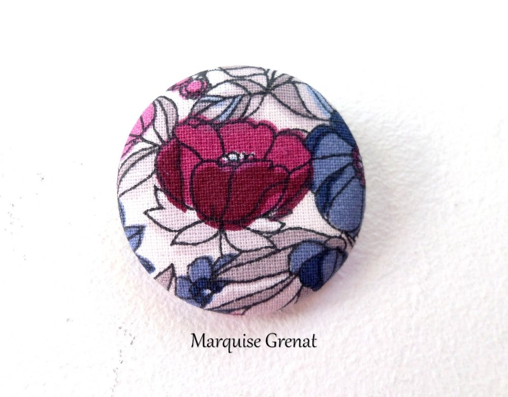 Badge coton fleuri rose bleu fond blanc ø 38 mm