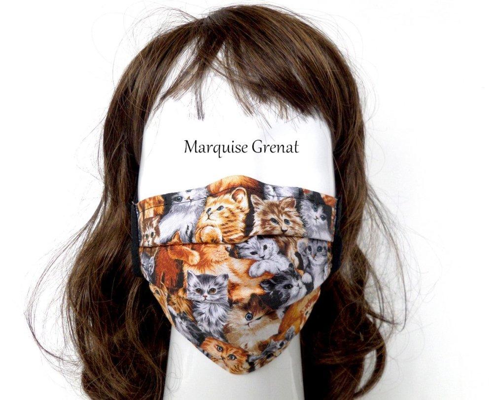 Masque adulte réglable pince nez et 10 filtres en coton imprimé chats multicolore fond noir