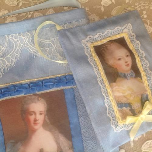 Duo pochette et coussin senteur en soie sauvage bleu ciel et jolis portraits de marquises