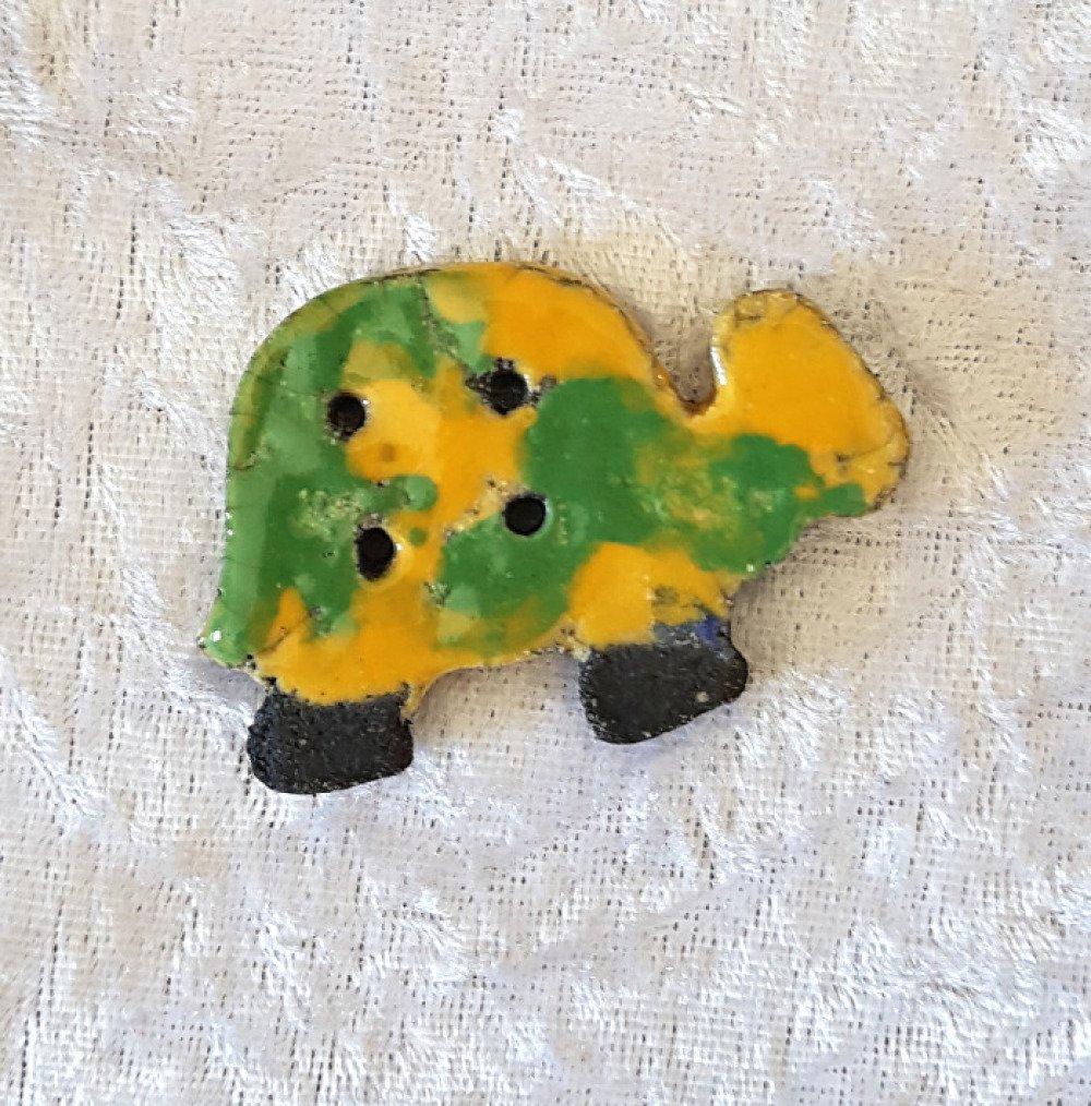 Bouton fantaisie  céramique raku 4 trous - tortue jaune vert - pour  création textile ou toute autre création