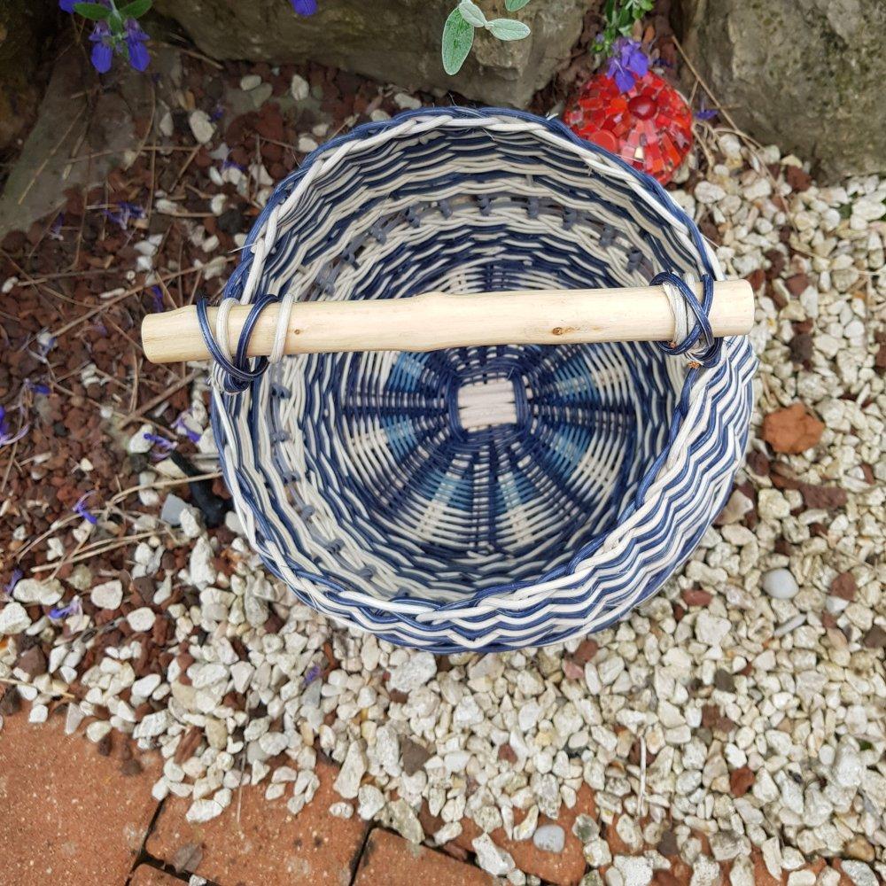 Panier rond rotin naturel ecru et bleu marine - anse bois olivier - fait main